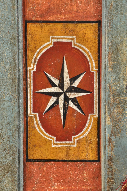 decorazioni riprodotte a mano dal armadio originale del 1600