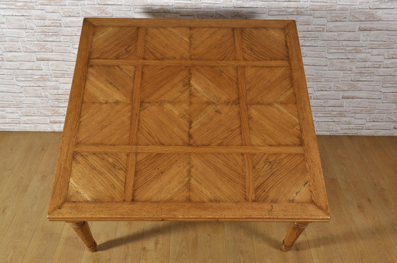 Grande tavolo quadrato allungabile con gambe tornite ottagonali