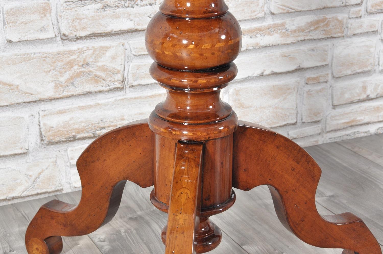 Tavolino Rotondo Legno Essenza Bim : Tavolino rotondo con colonna tornita in noce e intarsiato