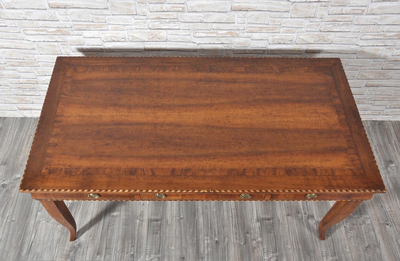 Tavolo scrittoio intarsiato in noce con essenze pregiate a for Vicentini arredi