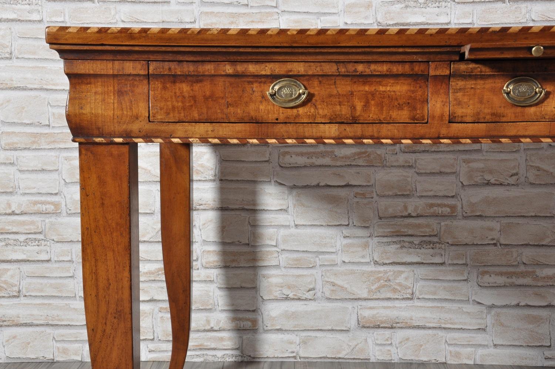 Tavolo scrittorio intarsiato in noce con essenze for Tavolo legno intarsiato