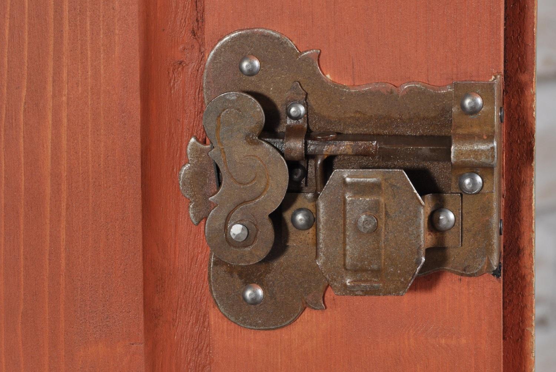 serratura in ferro forgiato a mano realizzata come il pezzo originale del 1600