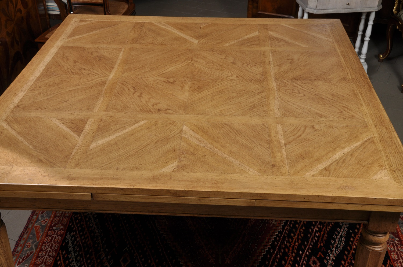 Tavolo Con Gambe Tornite Artemide : Grande tavolo quadrato allungabile con gambe tornite