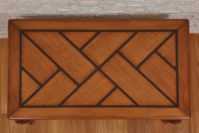 piano intarsiato con motivi geometrici in essenza esotica di ebano e ciliegio massello realizzato a mano dal brand di lusso Vangelista mobili nel proprio laboratorio