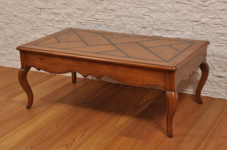 Elegante tavolo da salotto realizzato con intarsi in stile for Salotto elegante