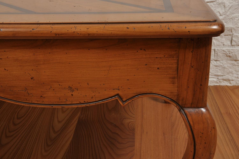 tavolino di lusso in stile provenzale realizzato a mano per importanti salotto e prestigiose residenze di lusso arredo costruito dal brand Vangelista mobili