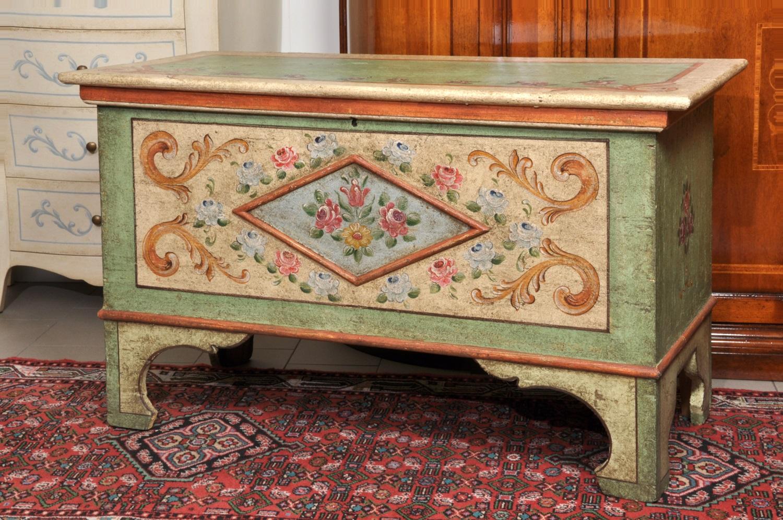 Cassapanca decorata a mano in stile 700 barocco tirolese - Cassapanca decorata ...