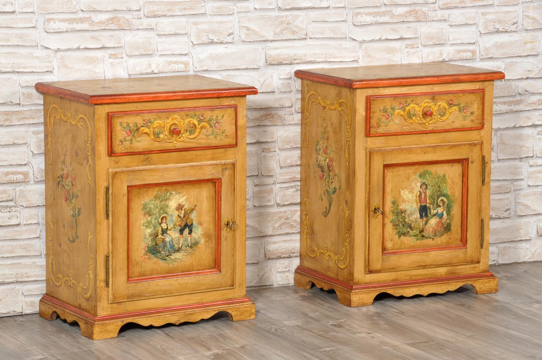 coppia di comodini per case di montagna decorati a mano in stile ampezzano