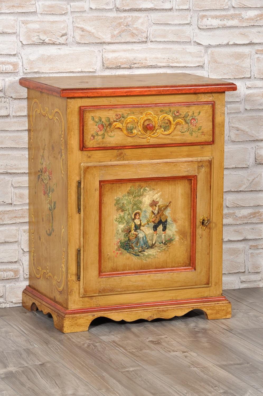 comodino costruito su misura e decorato a mano made in italy di lusso