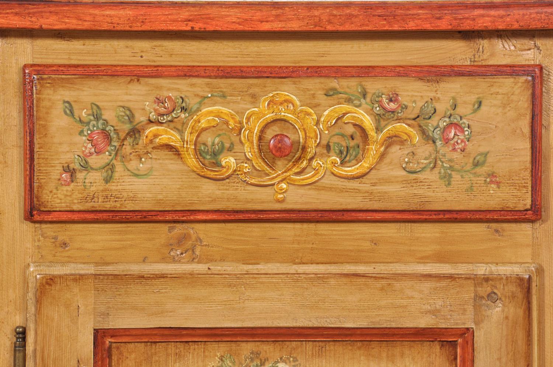 comodino in legno di abete antico dipinto a mano stile ampezzano