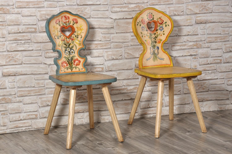 Importante sedia con cuore per arredi di montagna decorata for Sedie decorate a mano