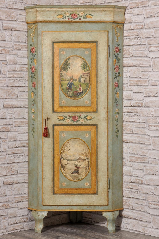 angolare dipinto con le due stagioni policrome mobile per importanti case di montagna ad una anta