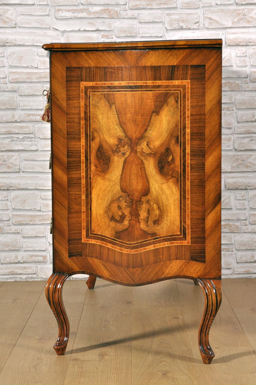 Com veneziani sagomati e intarsiati archivi mobili for Progettazione di mobili lavorazione del legno