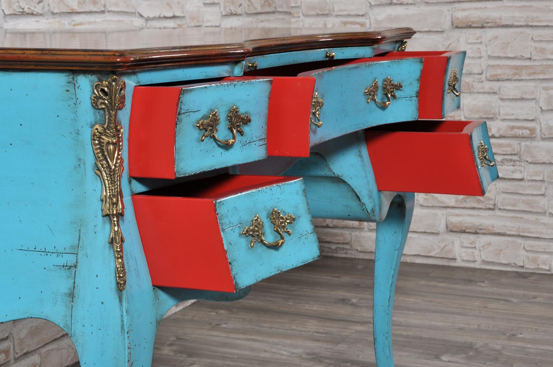 interni tonalità rossa dei cassetti scrivania realizzata con le stesse caratteristiche del mobile originale risalente alla prima metà del settecento veneziano costruita a mano