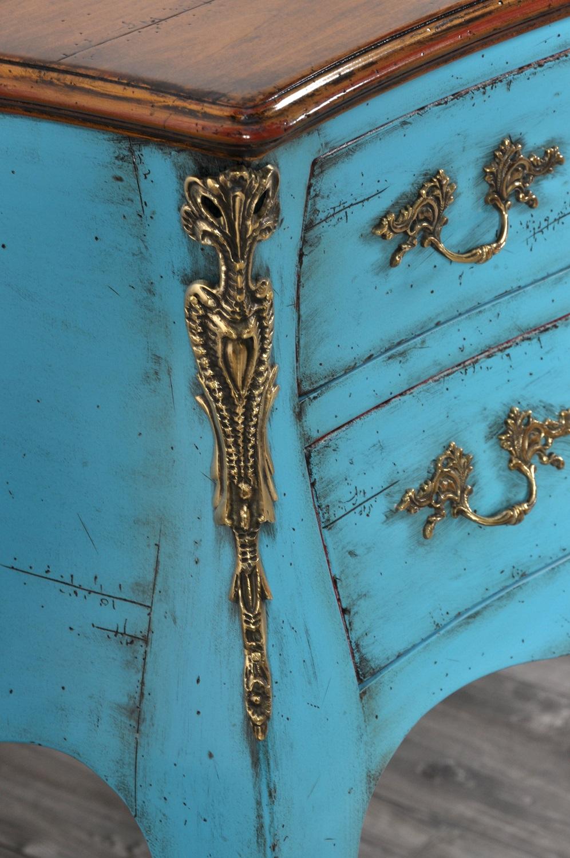 laccatura bicolore con piano tonalità miele ciliegio massello il fusto laccato color turchese anticato a mano realizzabile su misura essendo un mobile fatto a mano