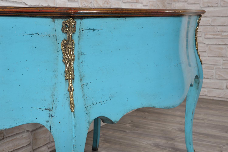 retro della scrivania bombata e mossa da centro stanza prodotta in legno di ciliegio massello importante lavorazione su misura con accessori in bronzo di costruzione made in Italy