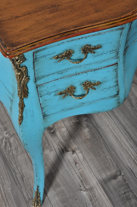scrivania sagomata e bombata made in Italy prodotta a mano con le lavorazioni artigianale delle botteghe veneziane del settecento manufatto di lusso realizzabile su misura