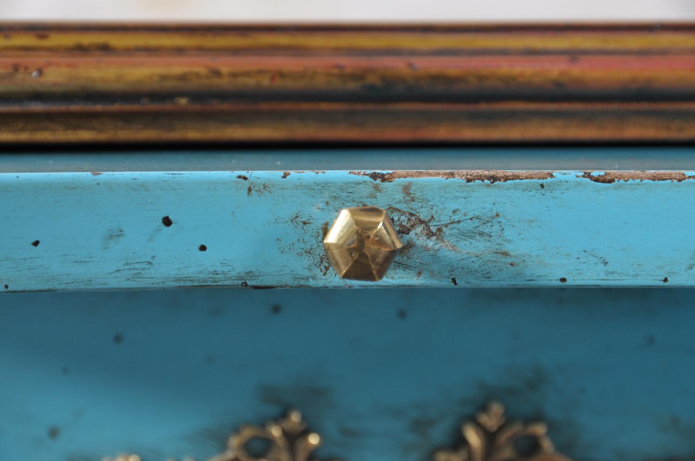 scrivania con tavola estraibile e pomolo di lusso ottagonale in bronzo fuso su stampo di terra fatto a mano e riprodotto dall'accessorio originale in stile luigi XV