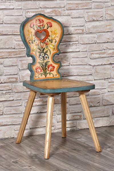 Sedie con cuore tirolesi decorate a mano