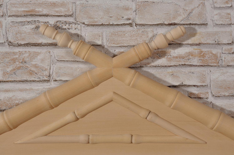 tornitura in essenza di tiglio della pediera del letto singolo, manufatto di lusso esclusivo realizzabile su misura e predisposto per pannello in pelle o tessuto, letto fatto a mano in Italia
