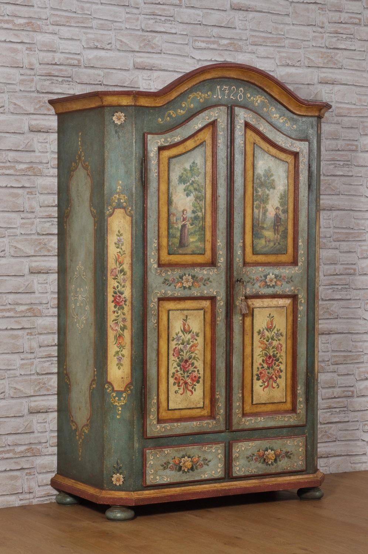 Armadio di lusso decorato a mano in stile '700 barocco tirolese con ante sagomate