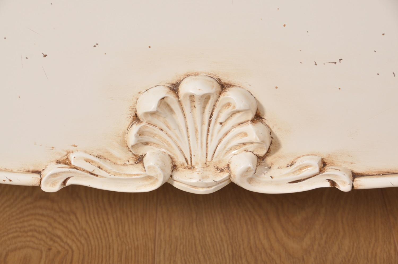 sagomatura elegante a balestra del porta tv di lusso in stile Provenzale costruito dal modello originale risalente alla metà del 700