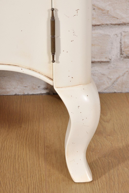 elegante sagomatura della gamba riprodotta a mano e su misura nello stile classico settecento Provenzale arredo di lusso costruito e laccato in essenza di tiglio massello