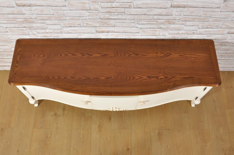 lussuosa credenza porta tv bassa riproduzione di pregio Made in Italy con il piano costruito con riquadro in legno di frassino massello arredo di alto pregio lastronato spessore grosso di 4 mm.