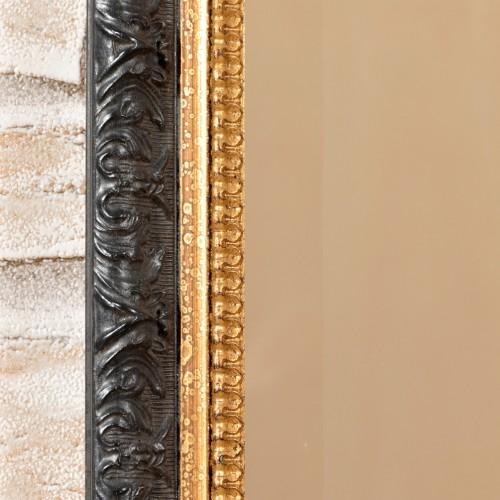 elegante cornice intagliata e laccata in foglia oro e nero costruita a mano su misura nel laboratorio artigianale di alta ebanisteria del brand di lusso Vangelista mobili specchio molato