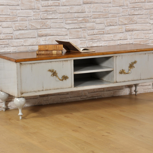 credenza porta tv costruito con bambe tornite in essenza di ciliegio massello stile classico Luigi Filippo con 2 ante e 1 vano centrale