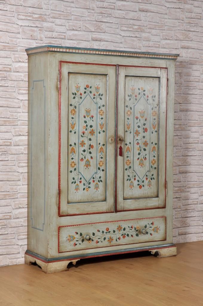 pregiato armadio dipinto con fiori stilizzati geometrici e barocchi con 2 ante e un cassetto riprodotto su misura in colore vivace azzurro fiordaliso