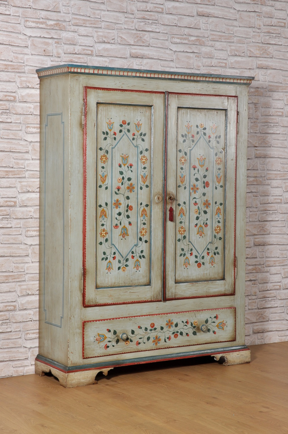 Ante Mobili Su Misura.Tyrolean Luxury Wardrobe In Solid Spruce With Two Doors And A