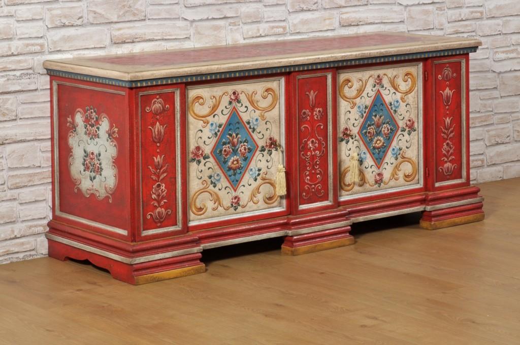porta tv cassapanca credenza dipinti in stile classico tirolese del 1600 manufatto di lusso prodotto per importanti residenze e case di montagna decorato a mano su misura fiori e barocchi