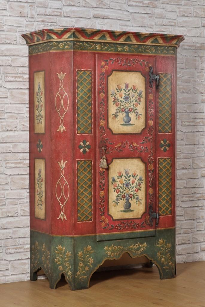 armadio tirolese scantonato del 1700 dipinto e decorato ad ...